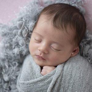 Ensaio newborn fotos de recem nascido enroladinho